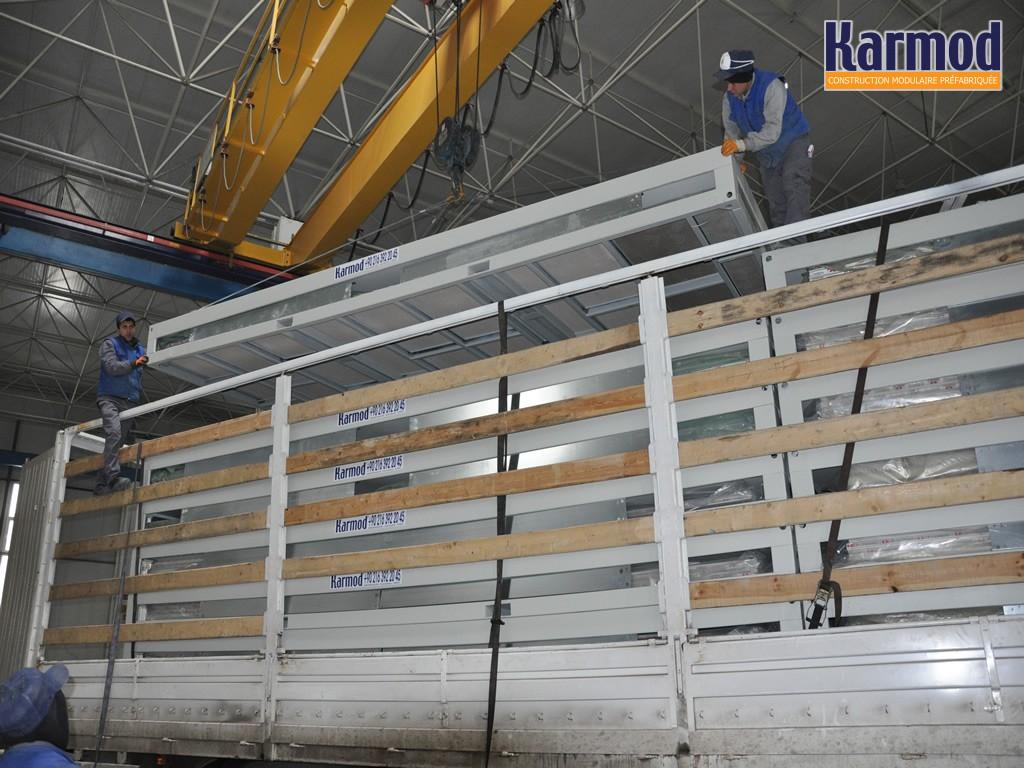 B timent industriel temporaire monobloc d montable karmod for Maison container orleans