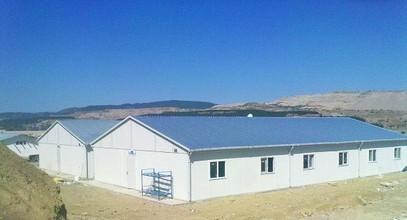 Construction préfabriqué Karmod est sur le camp de travail de la centrale thermique Tunçbilek